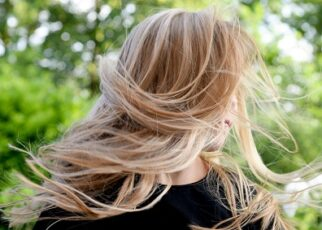Ways to Condition Hair Naturally At Home in Hindi