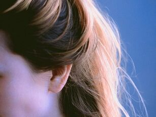 Remedies for Dry and Itchy Scalp in Hindi